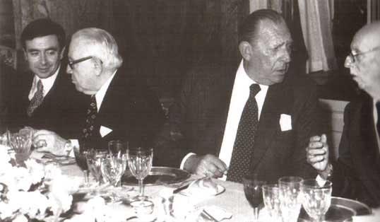 Don Juan conversa con Pemán, Sainz Rodríguez y Luis María Anson (a la izquierda) © El Imparcial