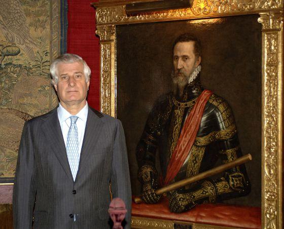Carlos Fitz-James futuro Duque de Alba, junto al retrato de Fernando Álvarez de Toledo, III Duque de Alba. Una imagen que expresa 500 años de lealtad a la Corona