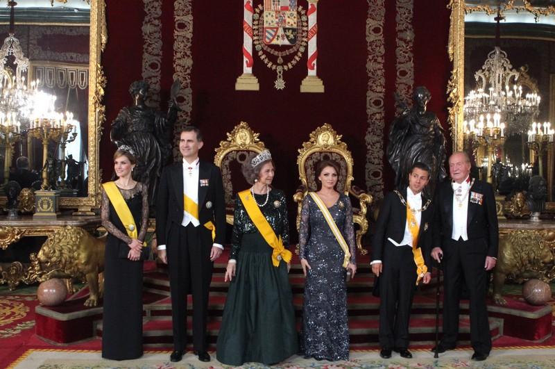 La Familia Real junto al Presidente de México, Peña Nieto y su esposa, en la cena de gala ofrecida en su honor