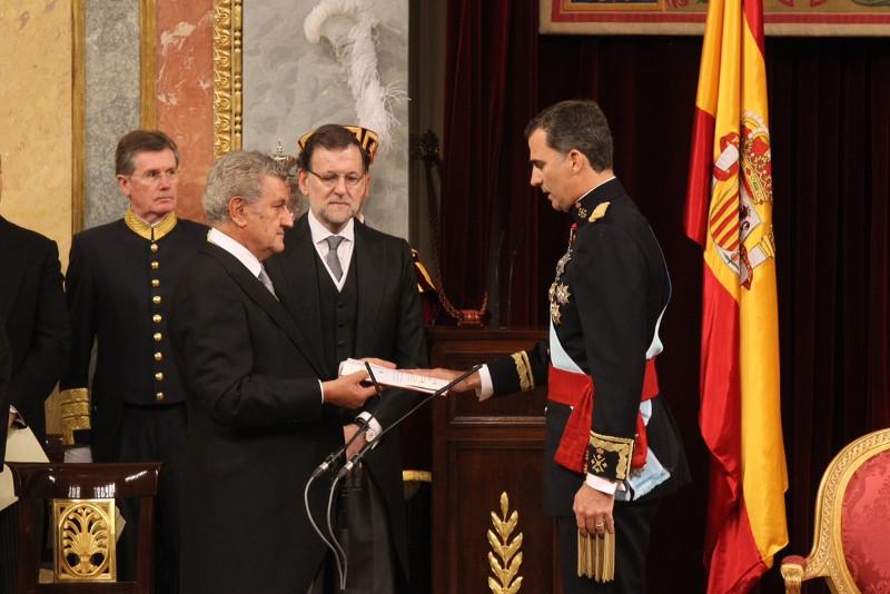 El_Rey_jura_fidelidad_Constitución
