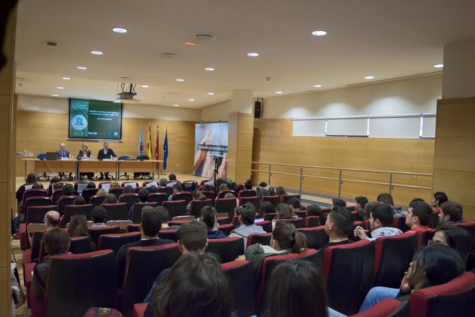 Vista general durante una de las conferencias