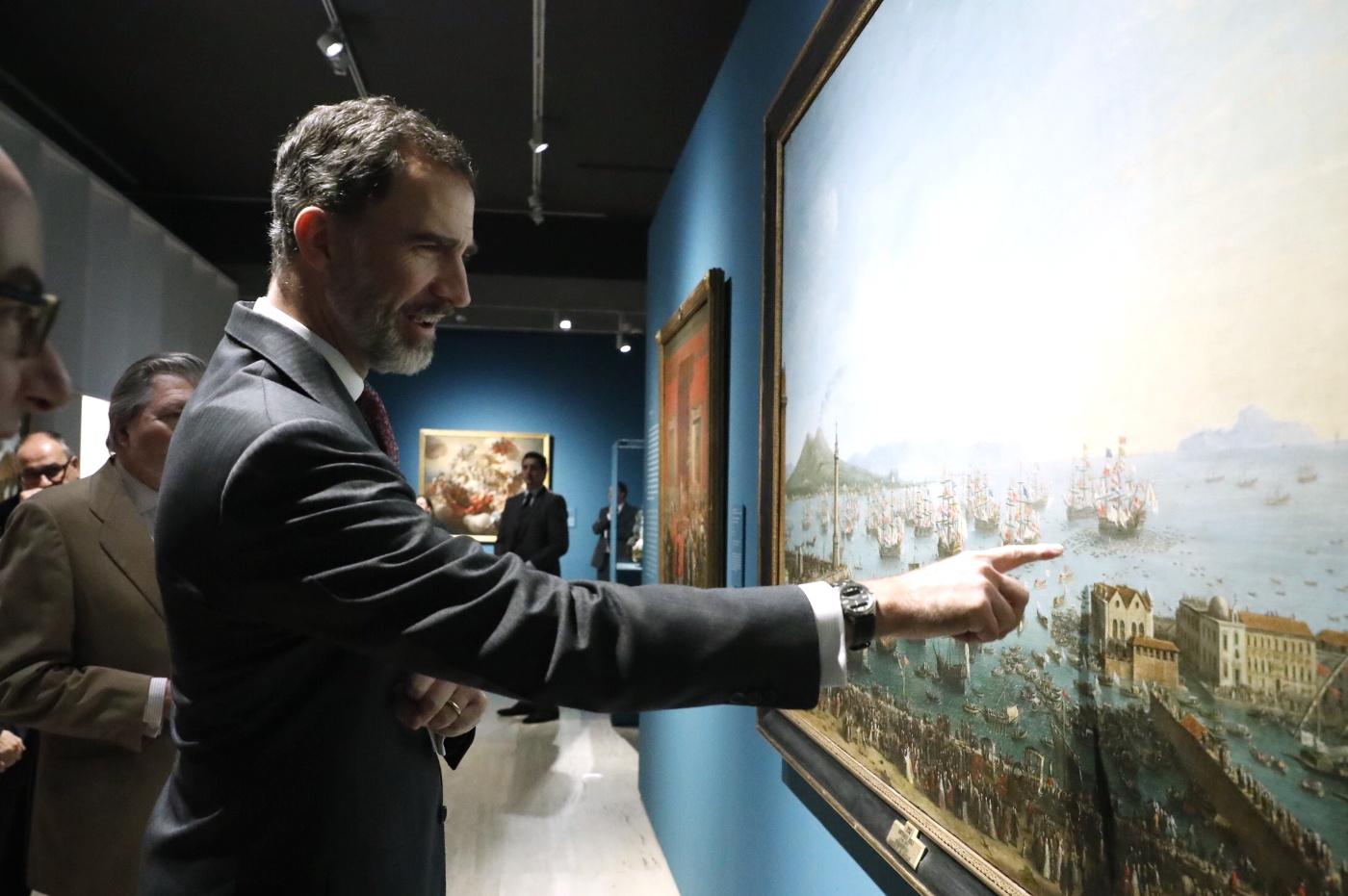 El Rey, durante su visita a la exposición del Museo Arqueológico Nacional