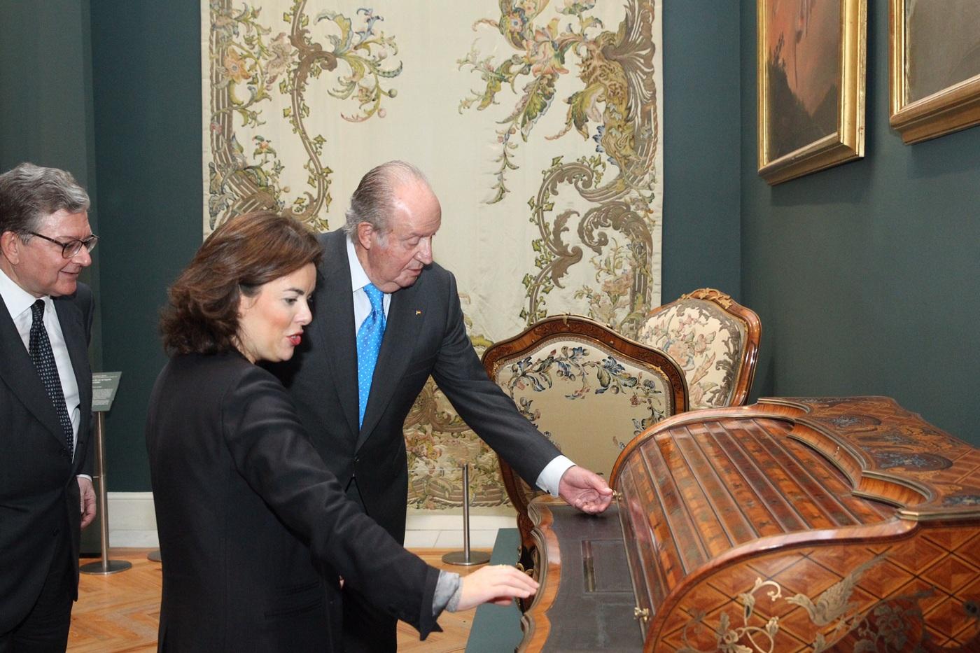 Don Juan Carlos, junto a Vicepresidenta del Gobierno y el Presidente de Patrimonio Nacional